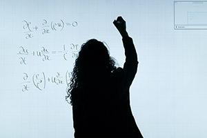 La formazione degli insegnanti in ambito scientifico e il loro sviluppo professionale: le iniziative di Unimore